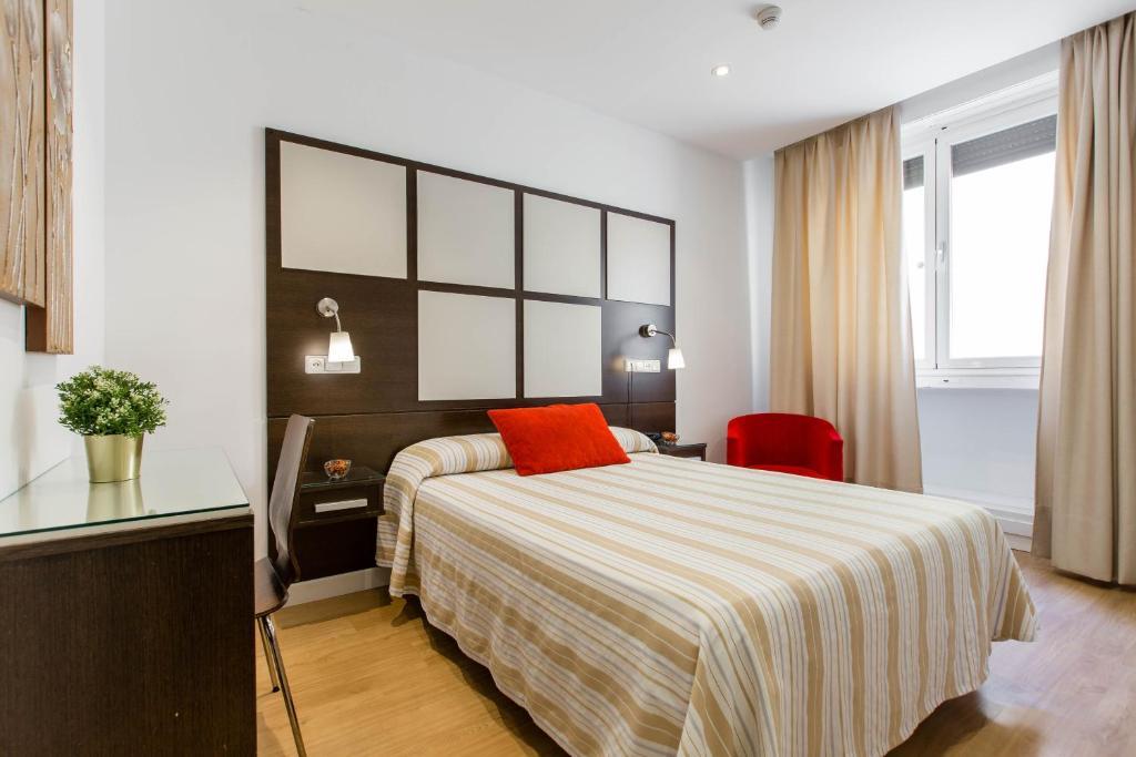 hostal-sol-square-hostales-madrid-habitacion-individual-1